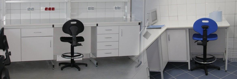 Specjalistyczne krzesła i taborety laboratoryjne